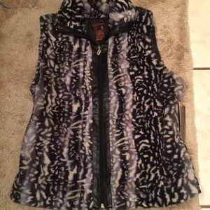 NWT Multiples faux fur soft vest S zip cozy